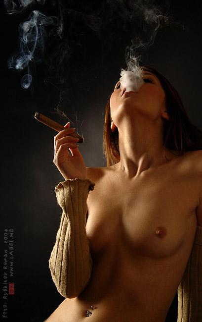 фото голая курит