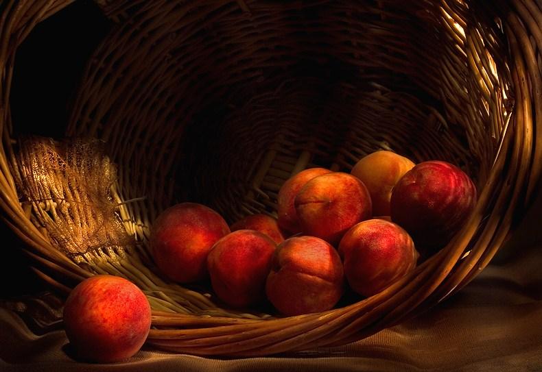 Картинки корзина с персиками