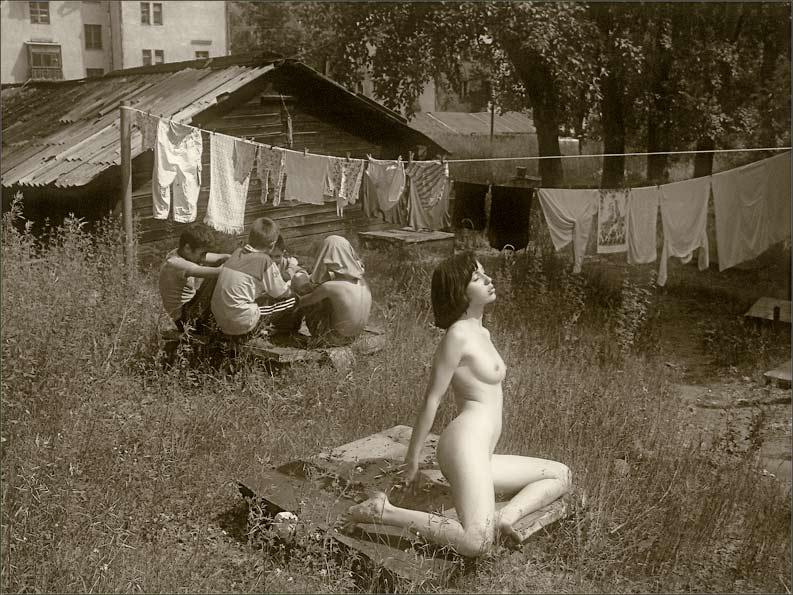 Фото секс во дворе