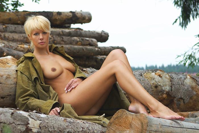 эротические домашние фото женщины с короткой стрижкой