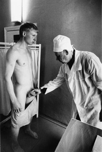 Гей ретро фото голых пленных