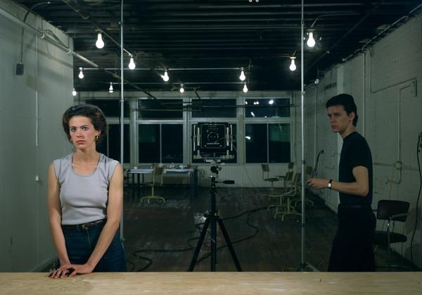 Фотография для женщин, 1979. Лайтбокс, 142.5 x 204.5 см.  Центр Жоржа Помпиду, Париж, Национальный Музей современного искусства. © 2007 Jeff Wall