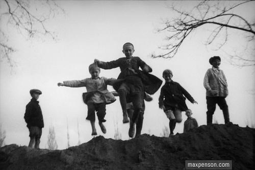 ©Макс Пенсон  (1893-1959). «Прыгающие мальчики»