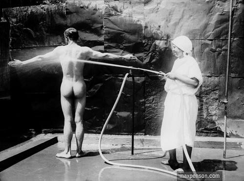 ©Макс Пенсон  (1893-1959). «В больнице»