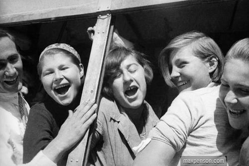 ©Макс Пенсон  (1893-1959). «Девушки в автобусе»