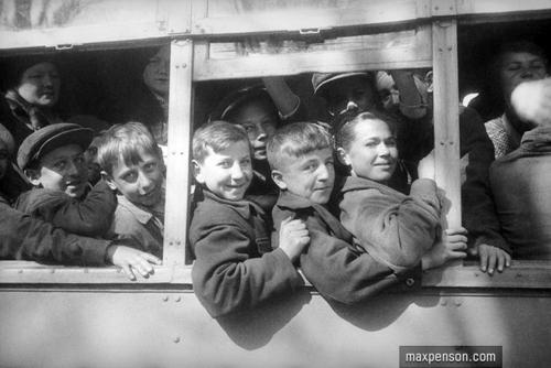 ©Макс Пенсон  (1893-1959). «В автобусе»