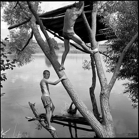 ©Олег Виденин. «Подростки на Пушкинском озере. Брянская область. 2006 год»