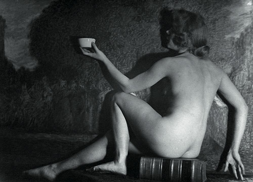 ©Александр Гринберг. «Cидящая с чашкой. 1928 (?)»