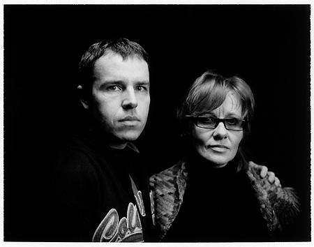 © Джеймс Хилл. Фотографы Евгений Лучинский и Людмила Зинченко - полароидный снимок, сделанный Хиллом прямо на выставке.