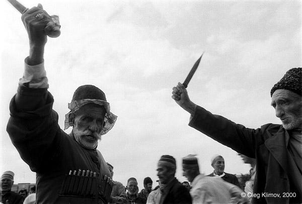 """©Олег Климов. «Чеченский религиозный танец """"зикр"""". Грозный, 1995»"""