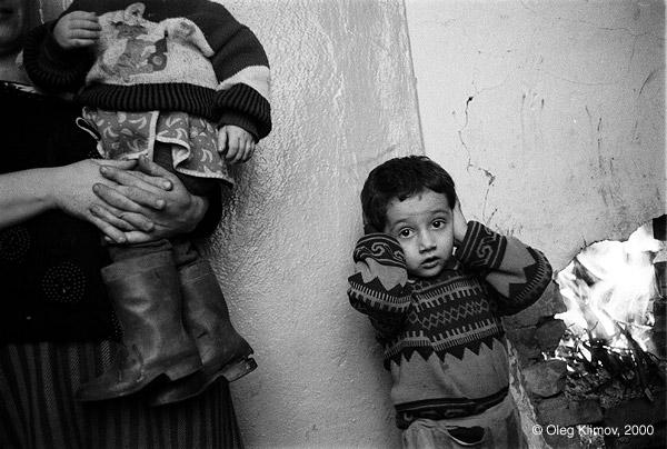 ©Олег Климов. «В подвале дома во время бомбардировки. Грозный, 1995»