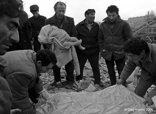 ©Олег Климов. «Последствия землетрясения. Армения, 1989»