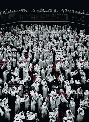 ©Андреас Гурский. Кувейтская биржа. 2007 Цветная печать Andreas Gursky Kuwait Stock Exchange. 2007 C-Print