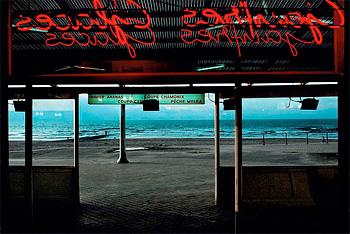 Harry Gruyaert BELGIUM. Town of Ostende. Coffee on the beach. 1988 © Harry Gruyaert/Magnum Photos