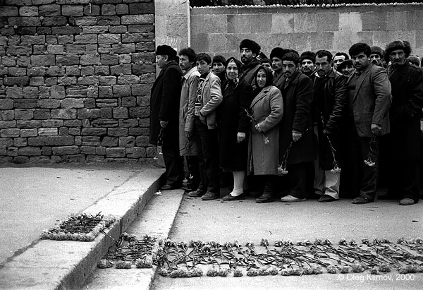 """©Олег Климов. «""""Черный январь"""" - после ввода советских войск.<br> Баку, 1990»"""