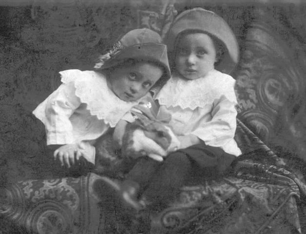 Дедушка и его брат. Борис и Георгий Карловичи Мусвик