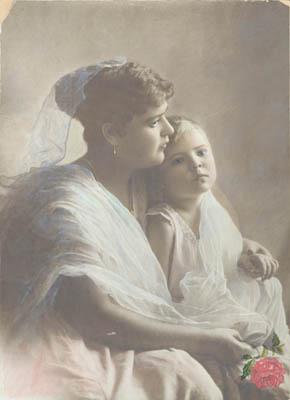 Неизвестный автор. Мать и дитя. 1900-е  Серебряножелатиновый отпечаток, раскраска. Музей «Московский Дом фотографии»