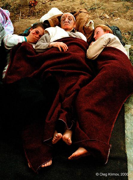 ©Олег Климов. «Албанские беженцы, вынужденные оставаться в Косово. 1999»