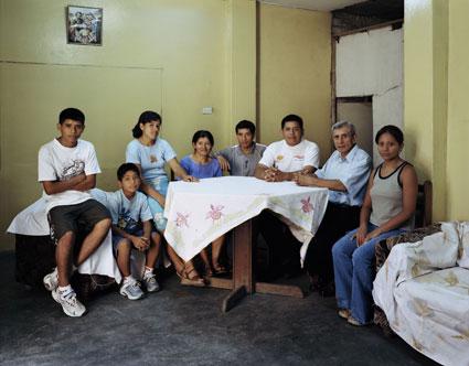 Томас Страт. Семья Айвара. Лима, S.M.P.-Peru,2005