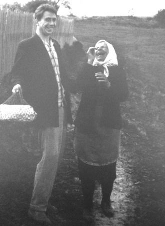 Анатолий Болдин. Бабушка и внучек. 1960-е