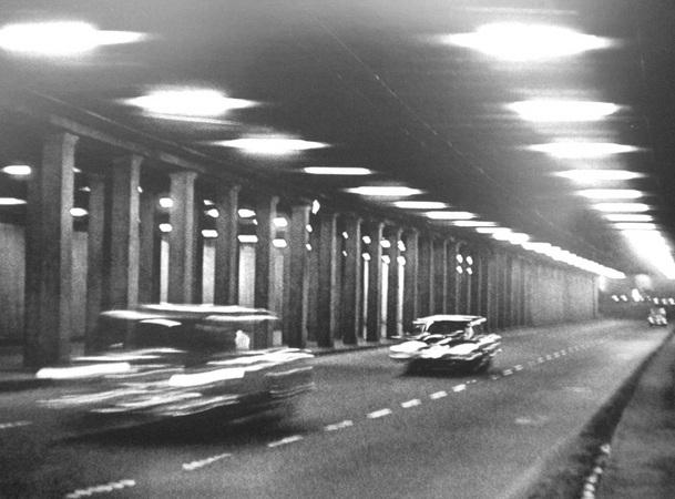Анатолий Болдин. В тоннеле. Москва. 1960.