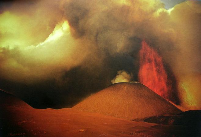 Вадим Гиппенрейтер. Извержение вулкана Толбачик. 1975.