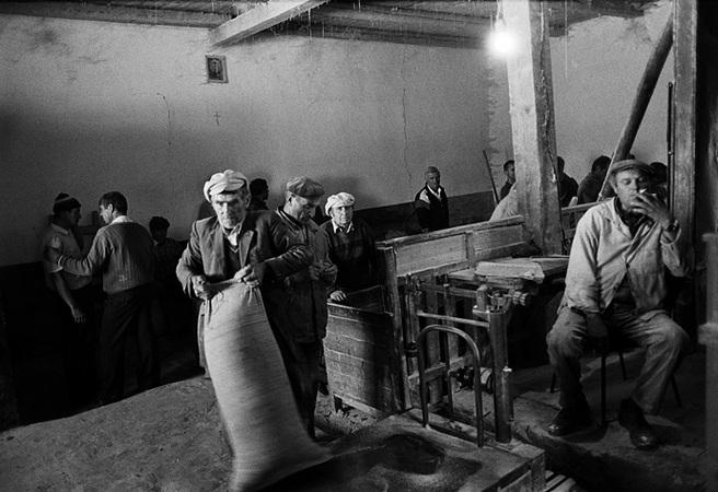 Сбор хлеба, Молдавия, 1999<br> © Валерий Нистратов