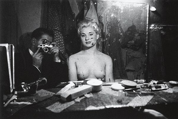 Автопортрет со стриптизершей. Париж, 1956