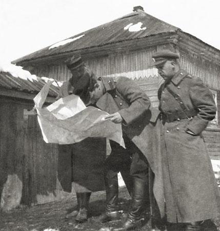 Командующий Сибирской армией Р. Гайда (в центре). Весна 1919