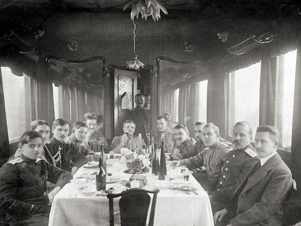 Командующий Северной группой Сибирской армии А. Пепеляев (в центре). 1919