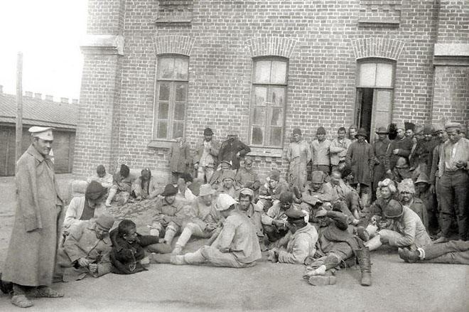 На призывном пункте красноармейской части. 1920