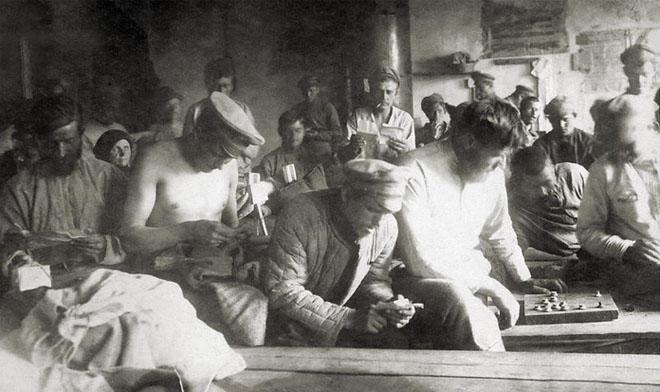 В казарме красноармейской части. 1919