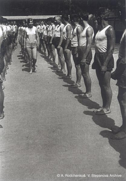©Александр Родченко. «Дорогу женщине! 1934»
