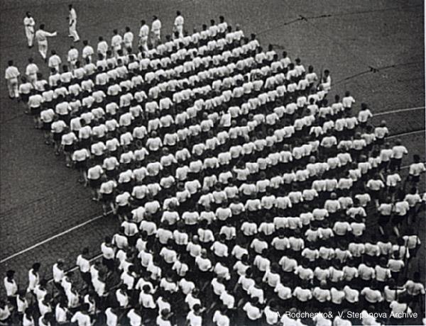 """©Александр Родченко. «Колонна спортивного общества """"Динамо"""". 1935»"""