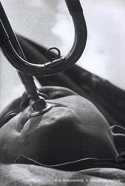 ©Александр Родченко. «Пионер-трубач. 1930»