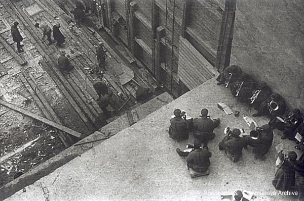 ©Александр Родченко. «Работа с оркестром. 1933»
