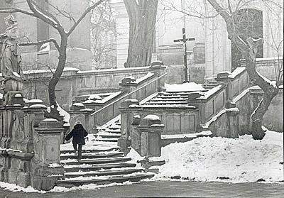 ©Анатолий Болдин. «На ступенях. Львов. 1979»