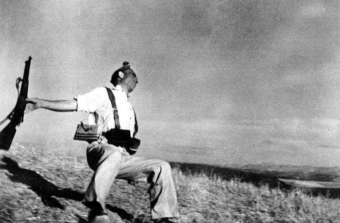 """Роберт Капа """"Смерть республиканца. 1936"""