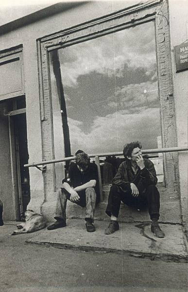 ©Анатолий Болдин. «Ожидание. Саратов. 1979»