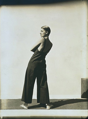 George Hoyningen Huene «Lee Miller Wearing Yraide Sailcloth Overalls»