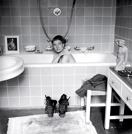 David E. Scherman, Lee Miller sneaks a bath in Hitler's apartment after the fall of Berlin, 1945