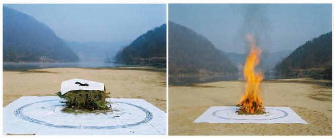 Ёррок, Южная Корея, Без названия (он подбирает тела сбитых машинами собак и совершает своеобразный акт жертвоприношения)