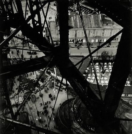 The Ferris Wheel atthe Prater, 1928byEdith Tudor-Hart— Collection Monika and Hans Schreiber, Vienna