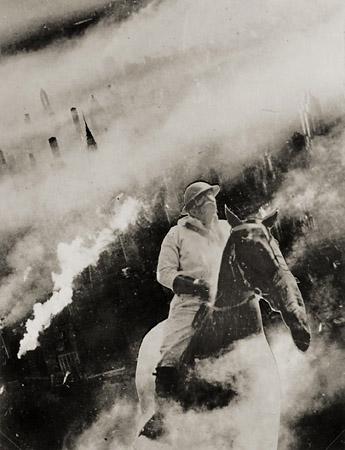 Twentieth Century Idyll no.7from the series ARobot IsBorn— Janusz Maria Brzeski, 1933. Photomontage. Muzeum Sztuki wLodzi