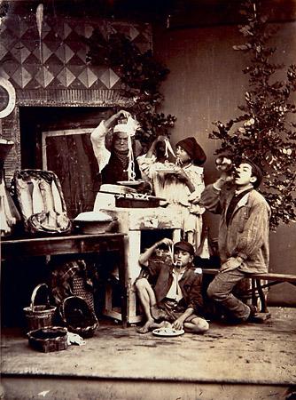 Giorgio Sommer (1834&nbsp;Frankfurt&nbsp;&#8212; 1914&nbsp;Naples)<br /> Mangiatori di&nbsp;maccheroni (Macaroni Eaters), Naples, c.&nbsp;1885, 24.2&nbsp;&times;&nbsp;18&nbsp;cm<br /> Albumen print<br /> Dietmar Siegert Collection