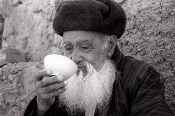 Джураев Нуритдин «Чаепитие. Сурхандарья», 2004