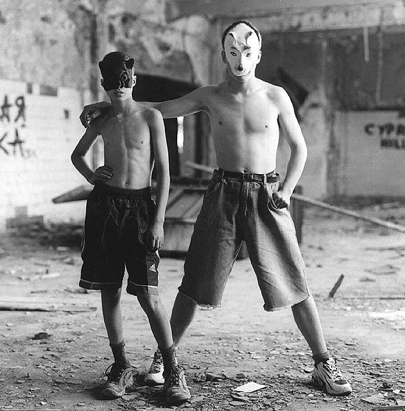 ©Евгений Мохорев. «Подростки в масках»