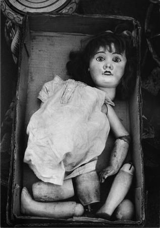 Ф.Хорват «Сломанная кукла наблошином рынке», 1958