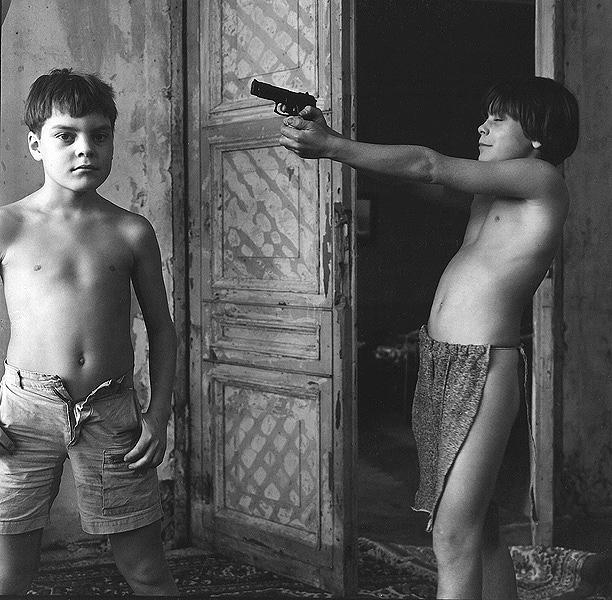 ©Евгений Мохорев. «Саша и Костя. Стрельба холостыми»
