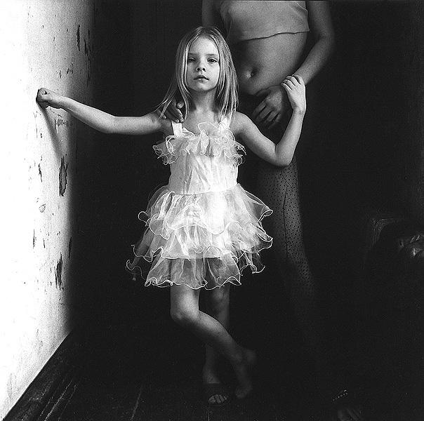 ©Евгений Мохорев. «Яся и Дина. Белое платье»